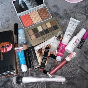 Bundle of makeup—- most of them are samples